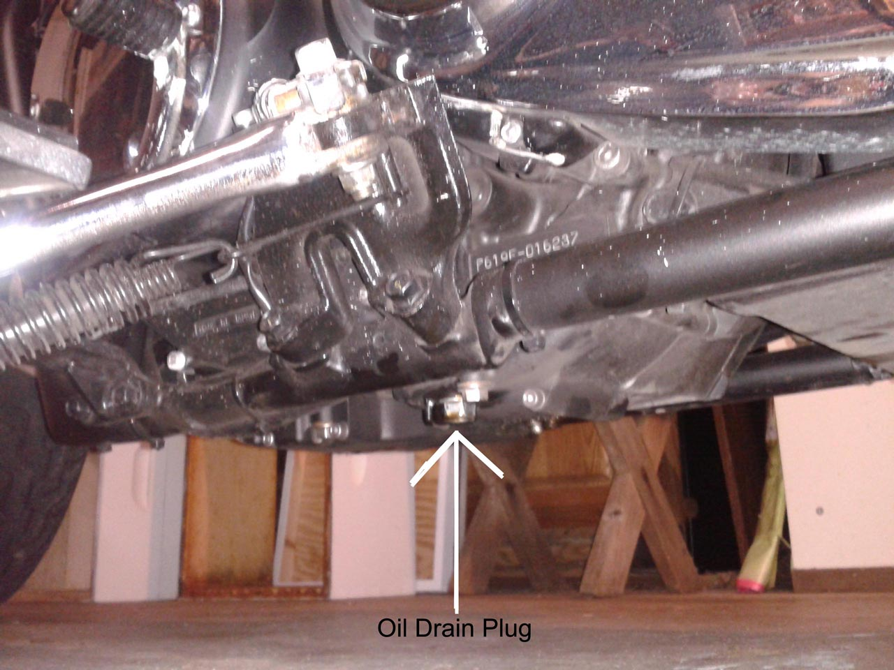 V-Star 1300 picture showing the real oil drain plug